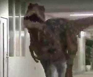 Scherzo del dinosauro in Giappone