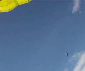 Skydiver sfiorato da un meteorite