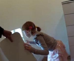 Un papà costruisce una stanza segreta per la figlia, ecco cosa contiene