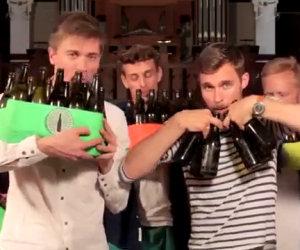Suonare le bottiglie di birra