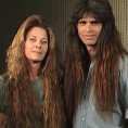 Non tagliano i capelli da 20 anni, ecco la loro trasformazione
