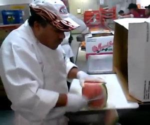 Tagliare l'anguria in modo incredibile