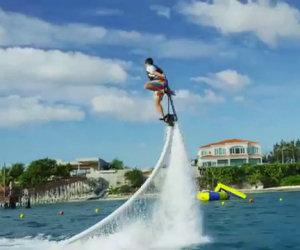Hoverboard che vola sull'acqua