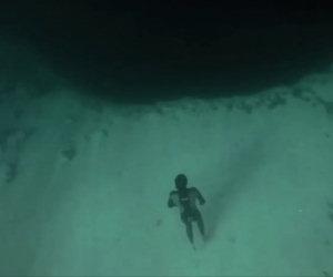 Tuffo nel vuoto sott'acqua