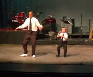 Si posizionano sul palco e rapiscono il pubblico con i loro movimenti