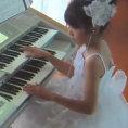 Quando inizia a suonare la tastiera non crederete alle vostre orecchie