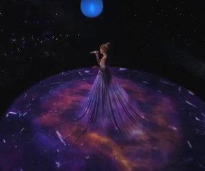 La voce di Jennifer Lopez è pazzesca ma il suo vestito ancora di più