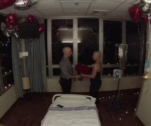Le chiede di sposarlo durante l'ultima seduta di chemioterapia