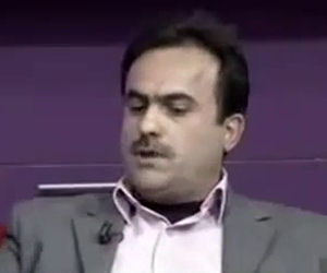 Uomo impazzisce durante un talk show