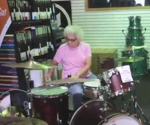 Incredibile nonnina batterista