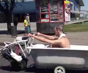 Vasca da bagno motorizzata va in giro