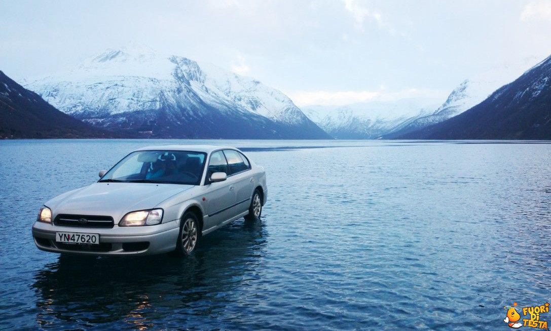 Auto cammina sulle acque