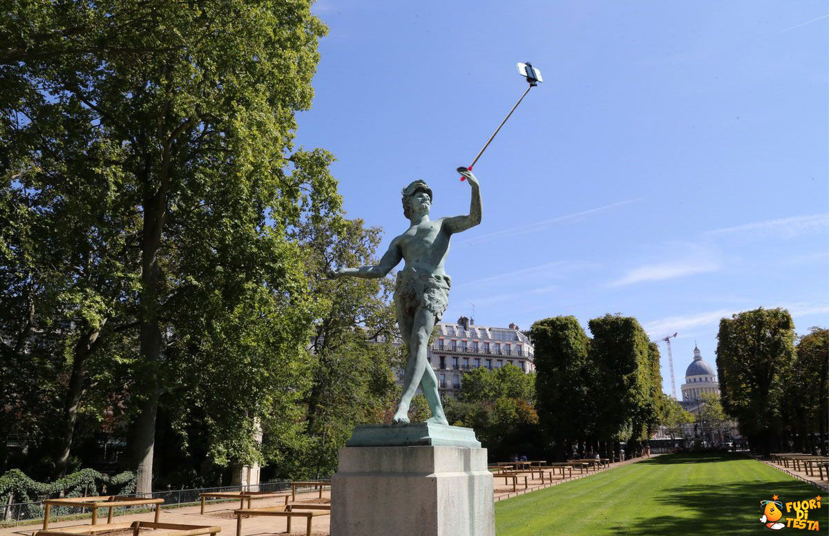 La statua del selfie