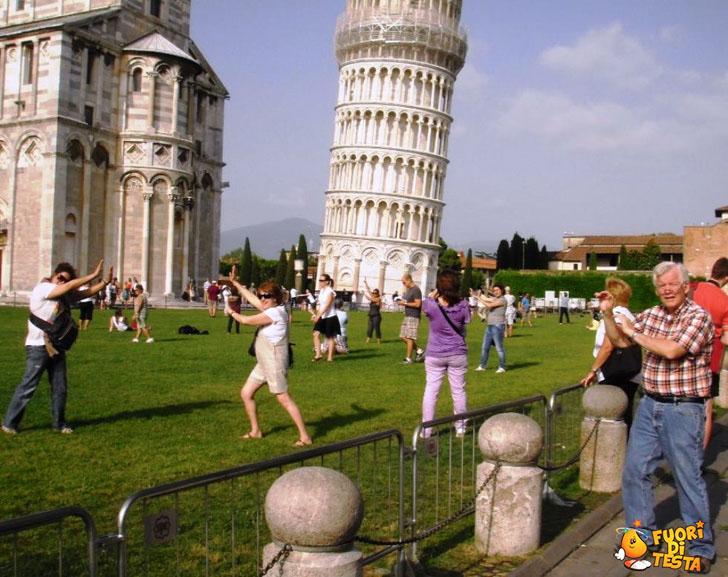 Farsi le foto con la torre di Pisa