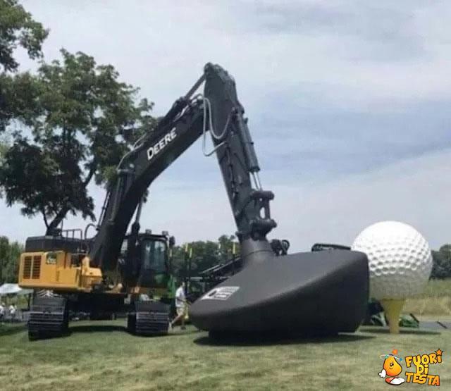 Una strana partita di golf