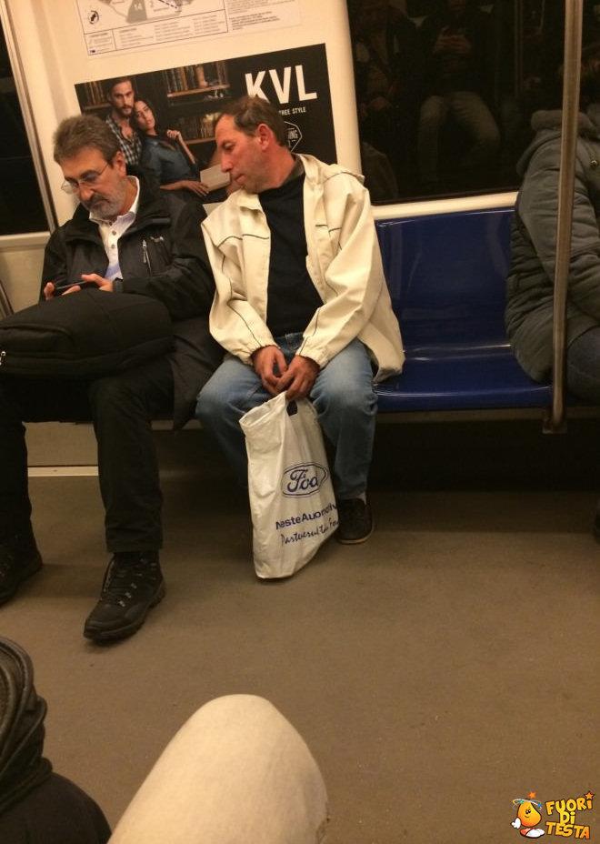 Ficcanaso in metropolitana