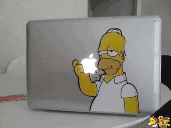 Homer mangia la... Apple