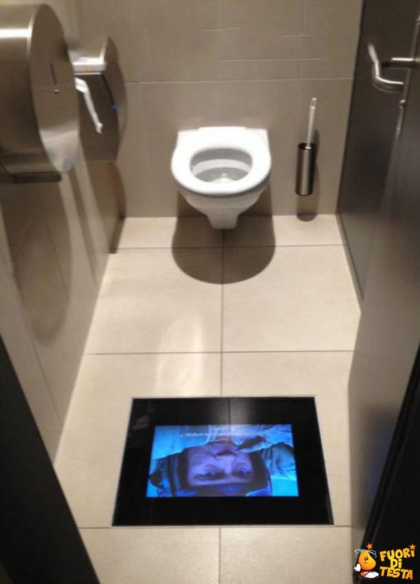 Il bagno di un cinema