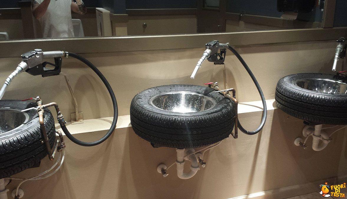 La toilette dell'autogrill