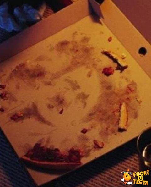 Le strane macchie della pizza