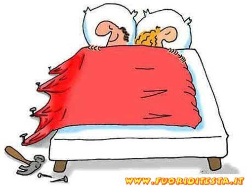 Letto matrimoniale immagini divertenti - Immagini innamorati a letto ...