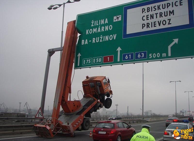 Problemi di altezza in autostrada