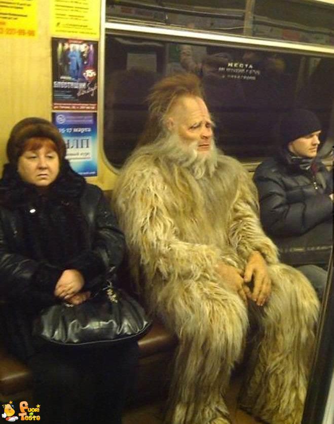 Strani esseri in metropolitana