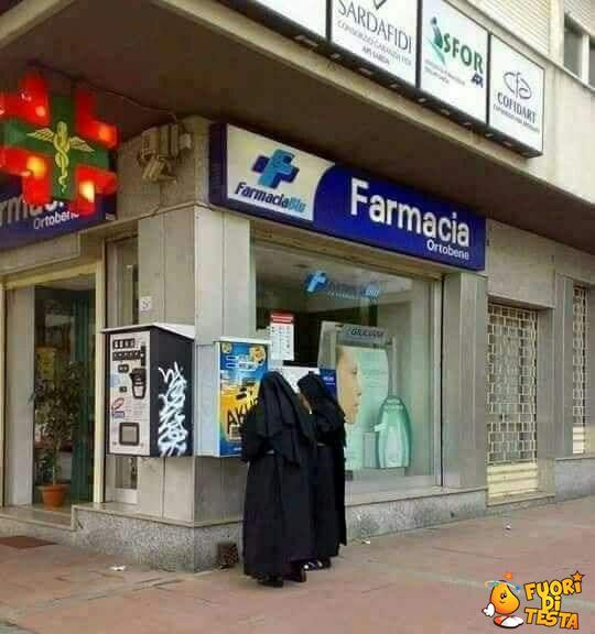 Suore in farmacia