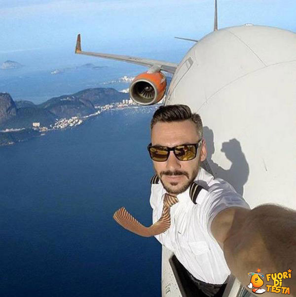 Un folle selfie in volo