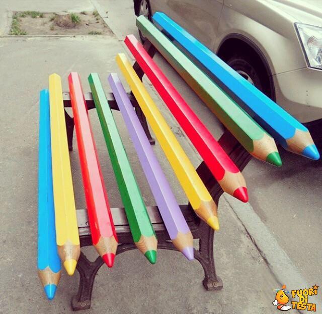 Una panchina colorata