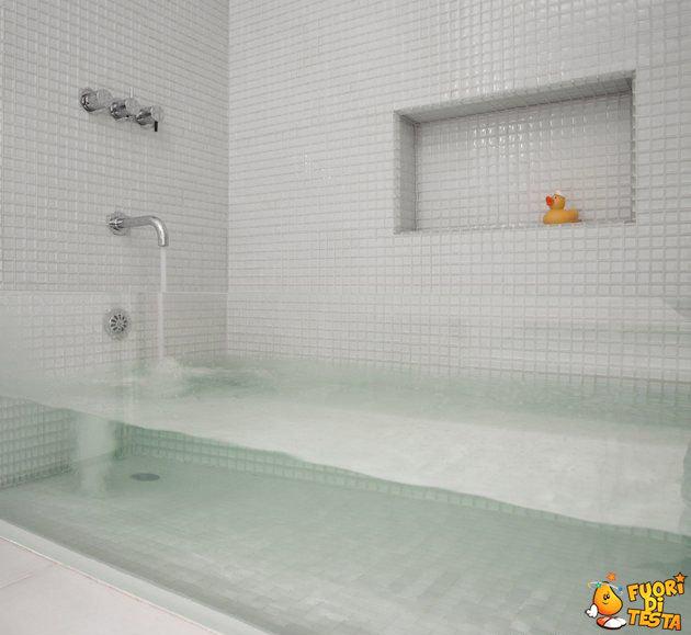 Vasca da bagno trasparente - Immagini divertenti