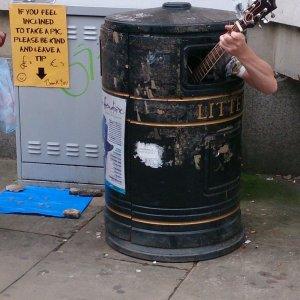 Chitarrista nella spazzatura