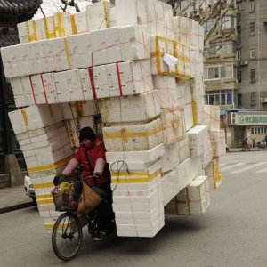 Corriere va in bicicletta