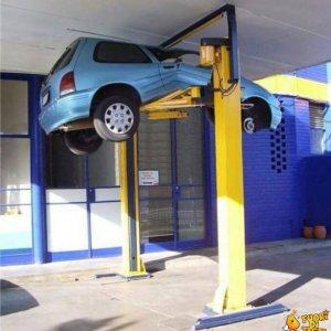 Doveva riparare la macchina...