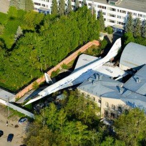 Parcheggio l'aereo e arrivo