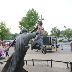 Qualcuno mi liberi dalla statua!
