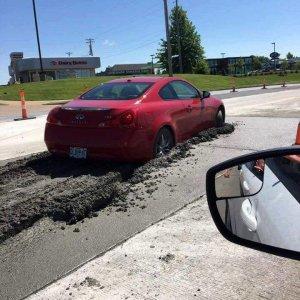 Strada con asfalto fresco
