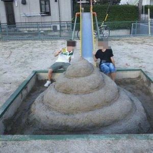 Strane sculture di sabbia