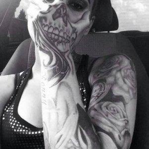 Un fantastico tatuaggio-maschera
