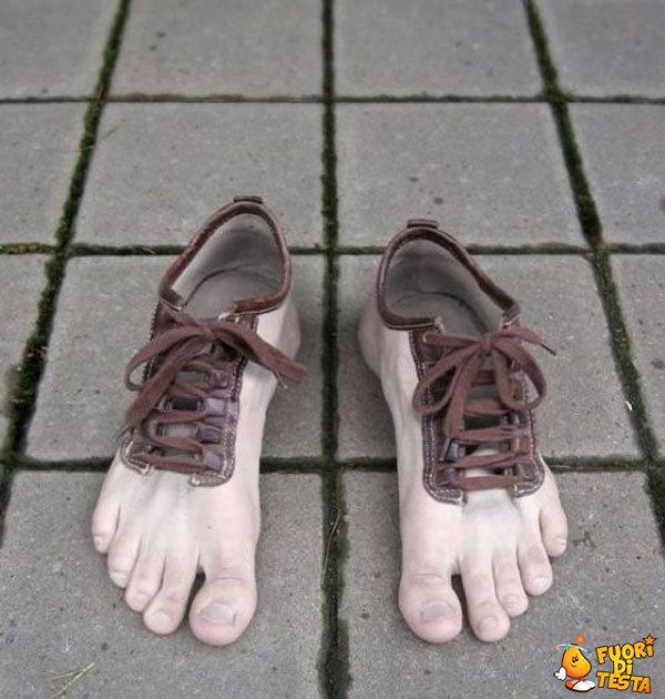Scarpe a forma di piedi