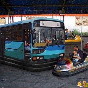 Autoscontro con un autobus