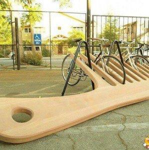 Epico parcheggio per biciclette