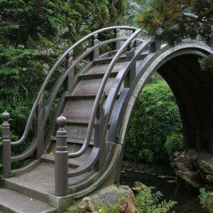Insolito ponte