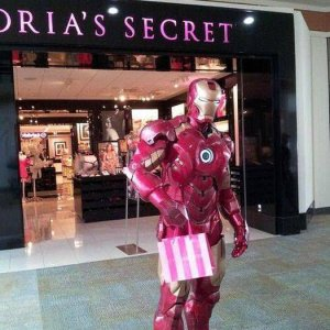 Iron Man fa shopping