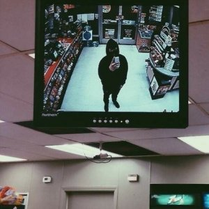 Ladro scatta un selfie