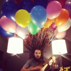 Legare i dreads a dei palloncini