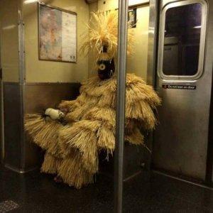Metropolitana e strana gente