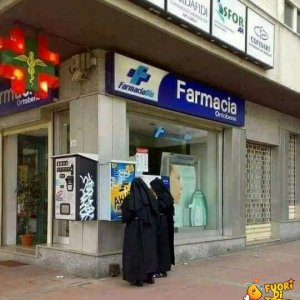 Suore in farmacia