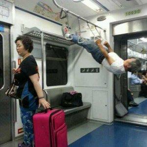 Un po' di esercizio in metro
