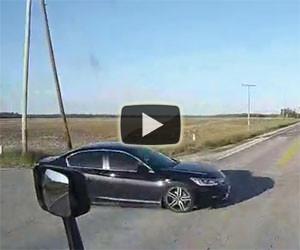 Auto incrocia un tir senza frenare, ecco cosa vuol dire sfiorare la morte